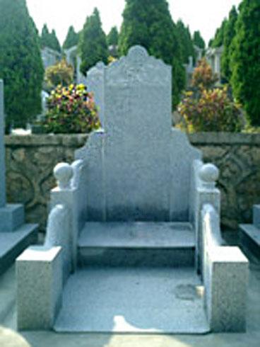 中堂式套碑